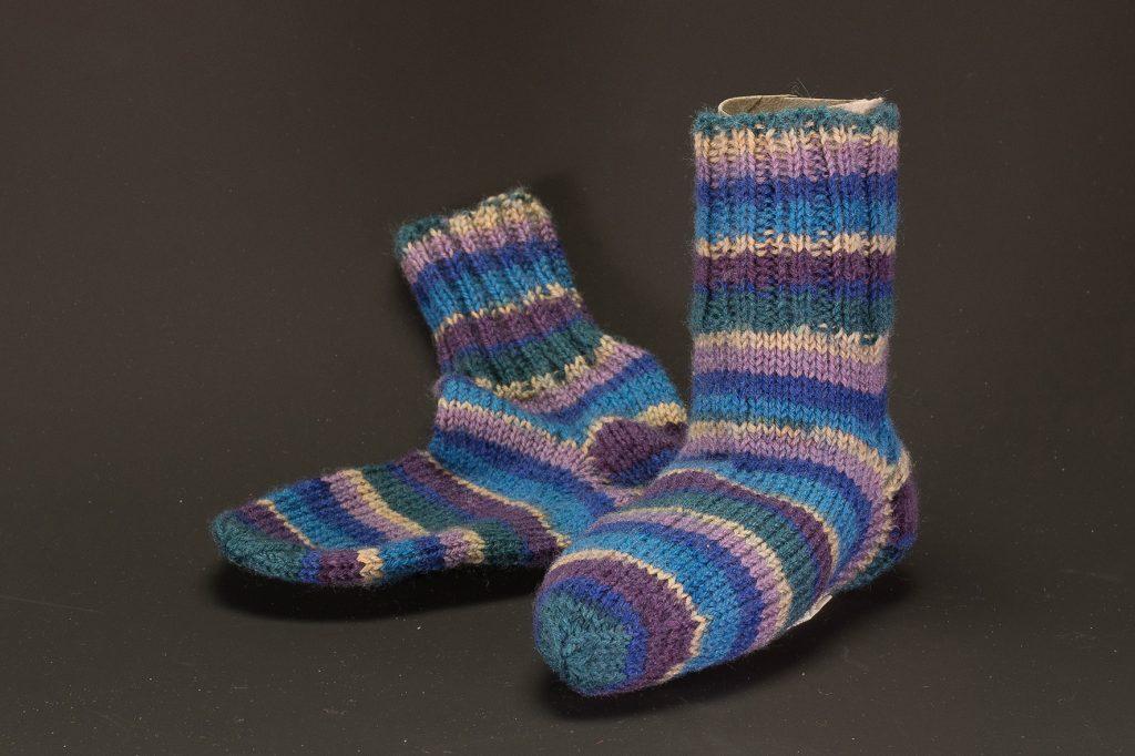Socken Grösse 22/23 € 16,50 75% Öko Schurwolle 25% Polyamid . VERKAUFT