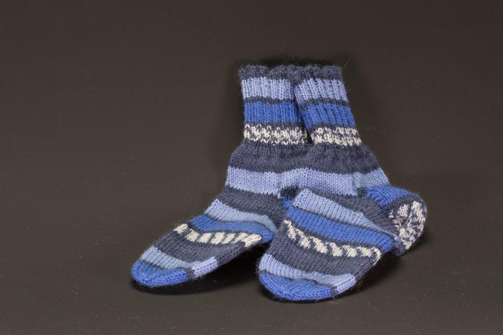 Socken Grösse 28/29 € 20,-- 75% Öko Schurwolle 25% Polyamid . VERKAUFT