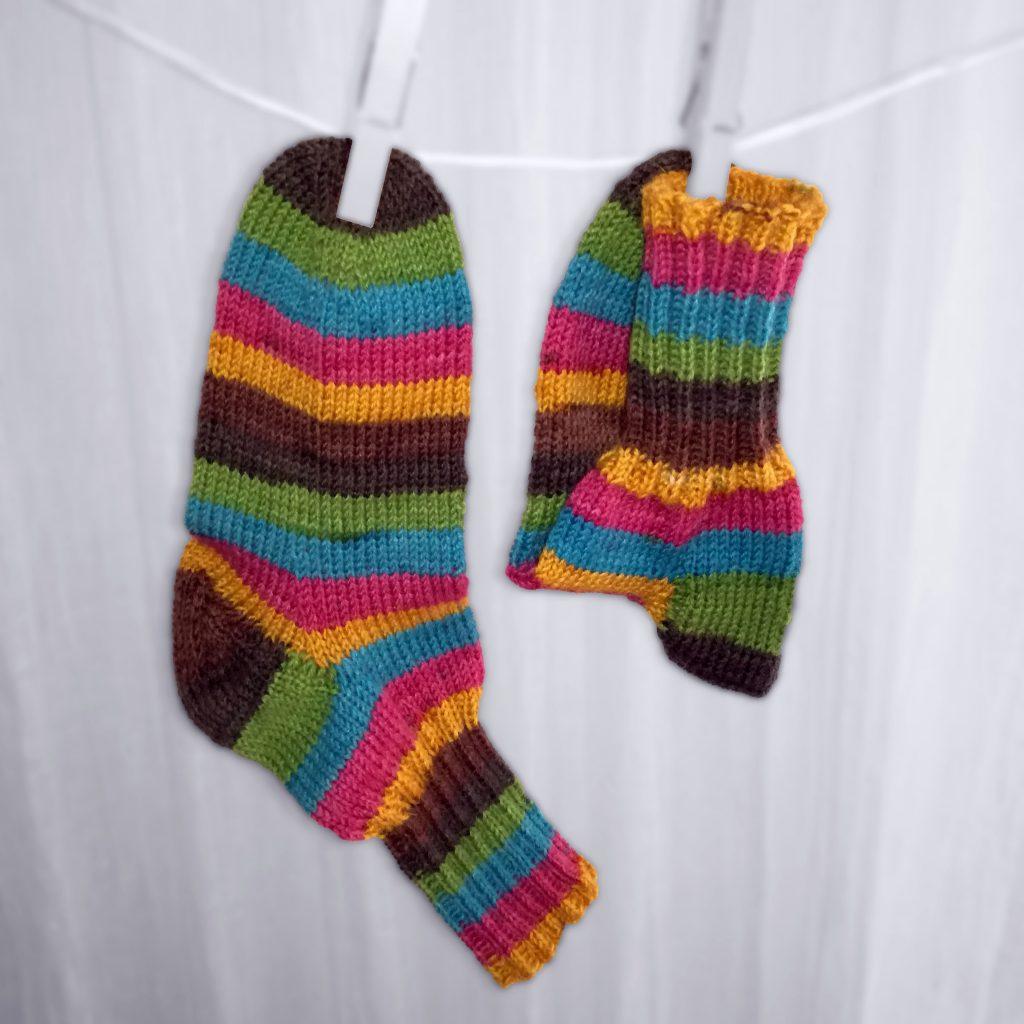 Socken Grösse 30/31 € 21,-- 75% Öko Schurwolle 25% Polyamid . VERKAUFT