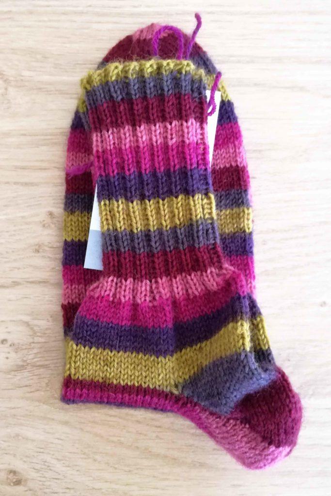 Socken Grösse 40/41 € 35,-- . 13h Handarbeit 75% Öko Schurwolle 25% Polyamid