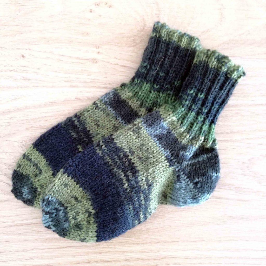 Socken Grösse 21 € 16,50 . 5h Handarbeit 75% Öko Schurwolle 25% Polyamid